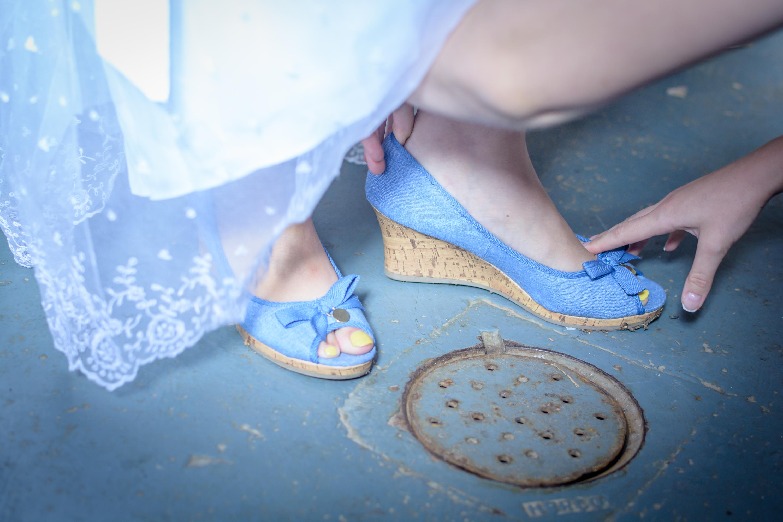 Photograph of the bride's blue shoe