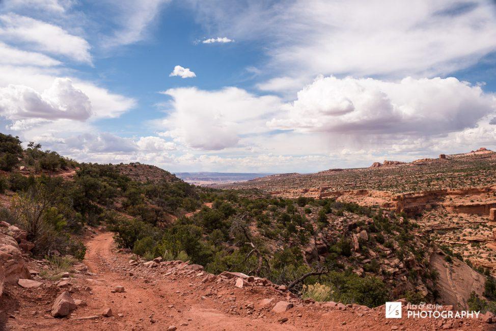 Landscape photograph of the landscape near Porcupine Rim in Moab, Utah.